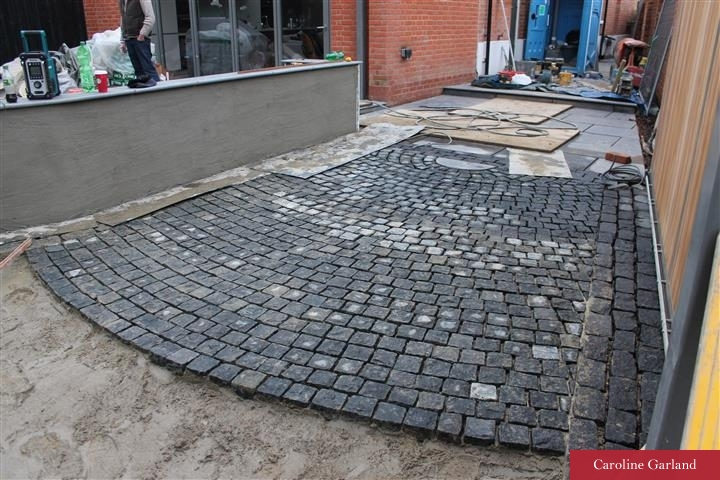 Cobbles in Clapham - less busy and flowing in one curve/sweep