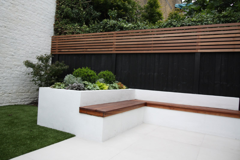 Contemporary, clean lines helped by painting the fencing black